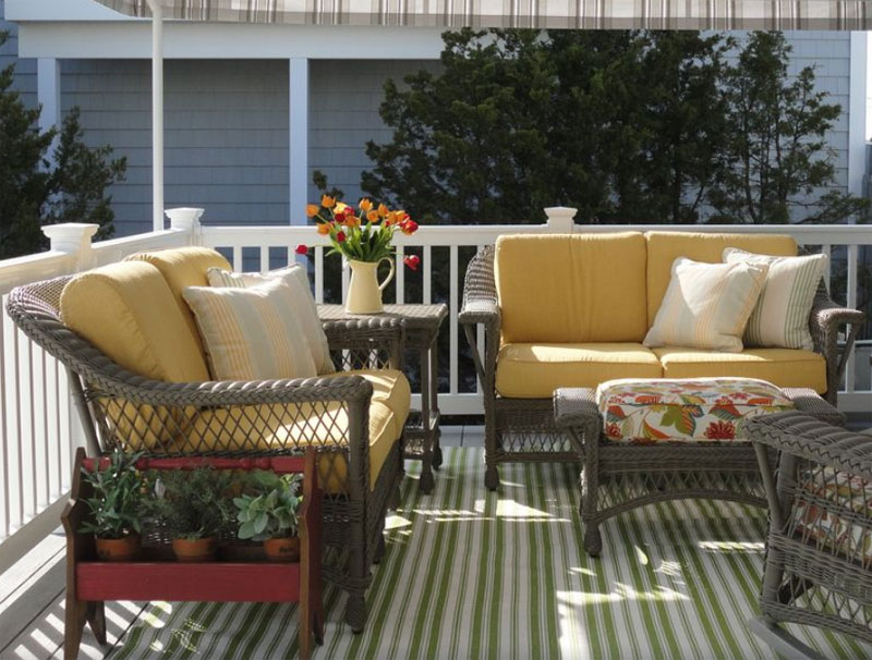 Outdoor white wicker set